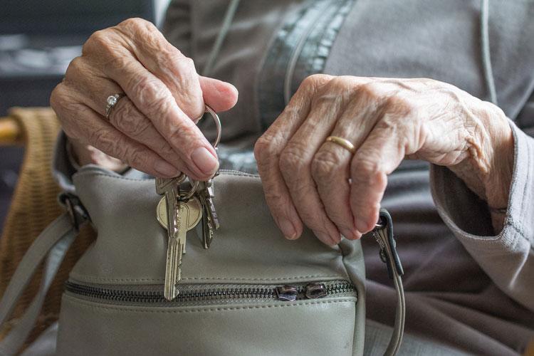 Sicurezza in casa: anziani più protetti grazie alla tecnologia